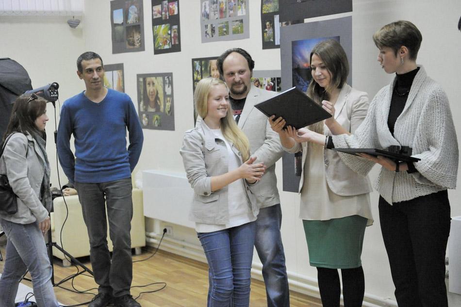 Александр Владимирович Балан на церемонии вручения сертификатов в ОМЦ (первый выпуск фотошколы «My vision», октябрь 2012 года)