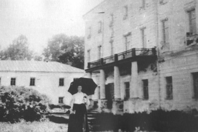 Парадный фасад барского дома усадьбы «Белкино» в начале XX века