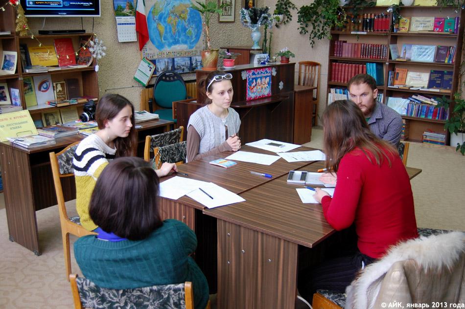 Встреча клуба разговорного английского Марии Васильевны Зеленской на втором этаже библиотеки №1 в городе Обнинске