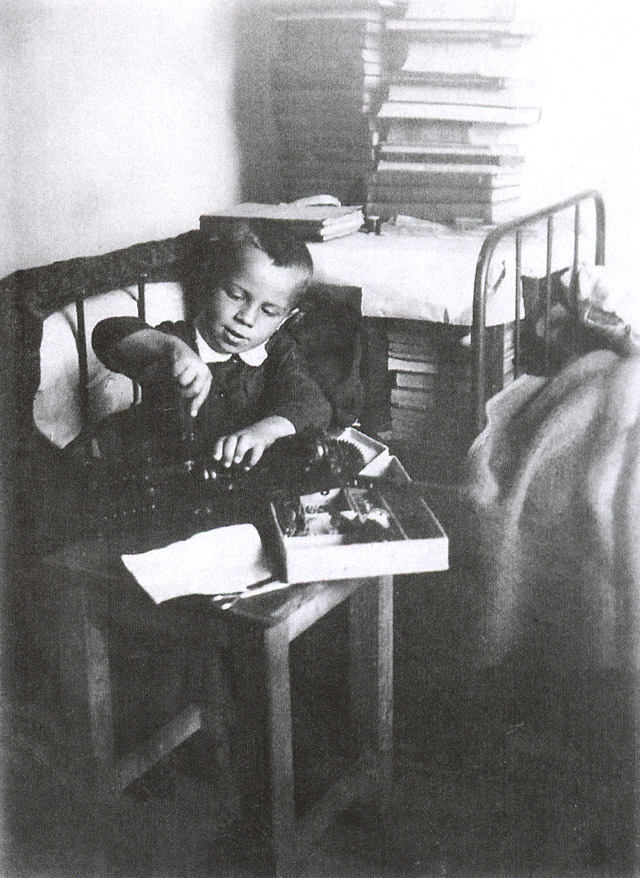 Игорь Бондаренко в 1932 году