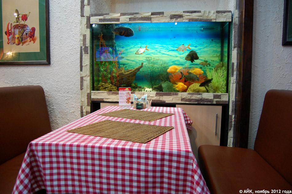 Интерьер зала кафе-пиццерии «Чиполлино» (Cipollino) в городе Обнинске