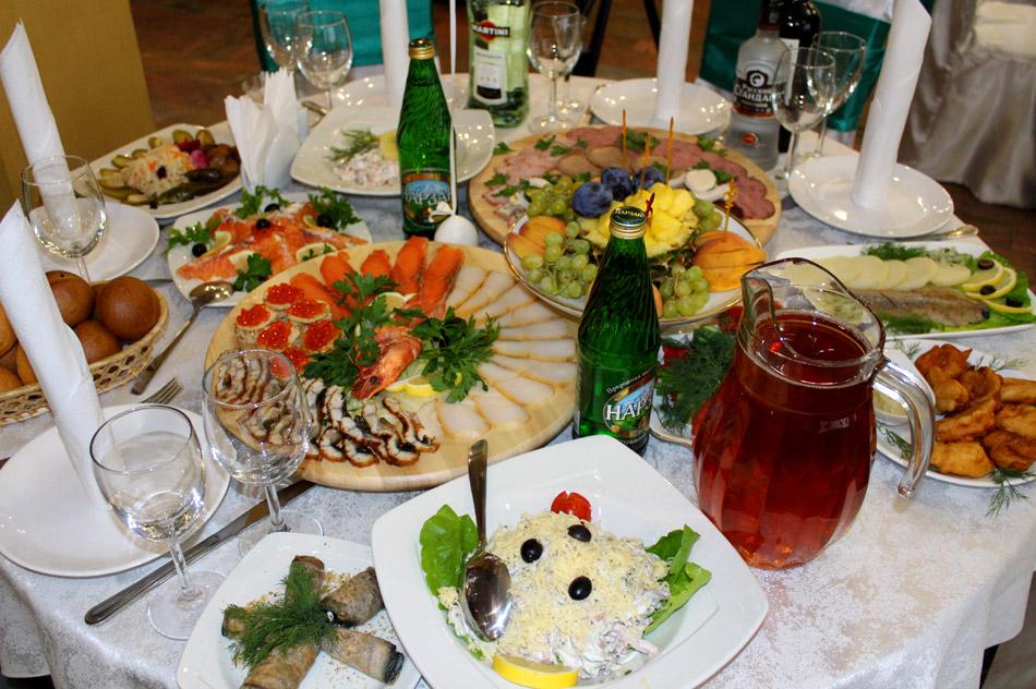 Праздничный стол в ресторане «Грин Хаус» (Green House) в городе Обнинске