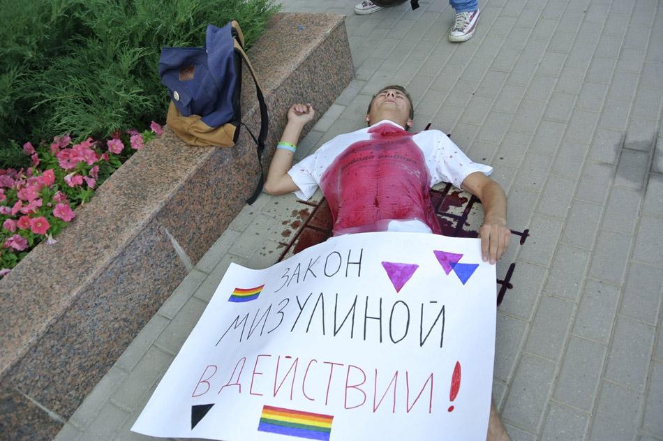 Павел Михайлович Грибунин в ходе акции в поддержку гей-движения