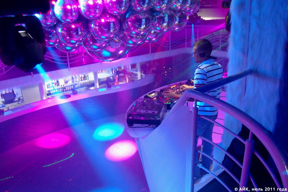 Выступление группы «GуссиЛебеди» в ночном клубе «Да Винчи»: DJ на рабочем месте!