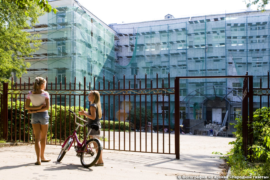 Школа №2 (гимназия) в городе Обнинске во время реконструкции фасада