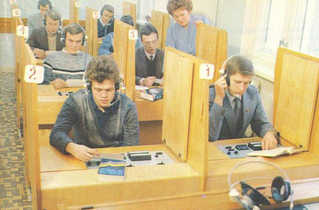 Лингафонный кабинет ИАТЭ в 1980-х годах