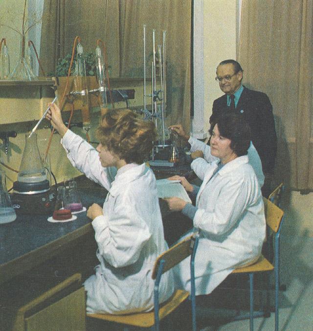 Лабораторный практикум на кафедре общей и специальной химии ИАТЭ в 1980-х годах