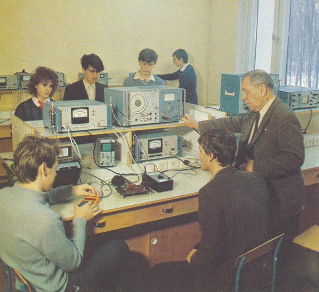 Практические занятия по курсу «Основы теории электрических цепей» в ИАТЭ в 1980-х годах