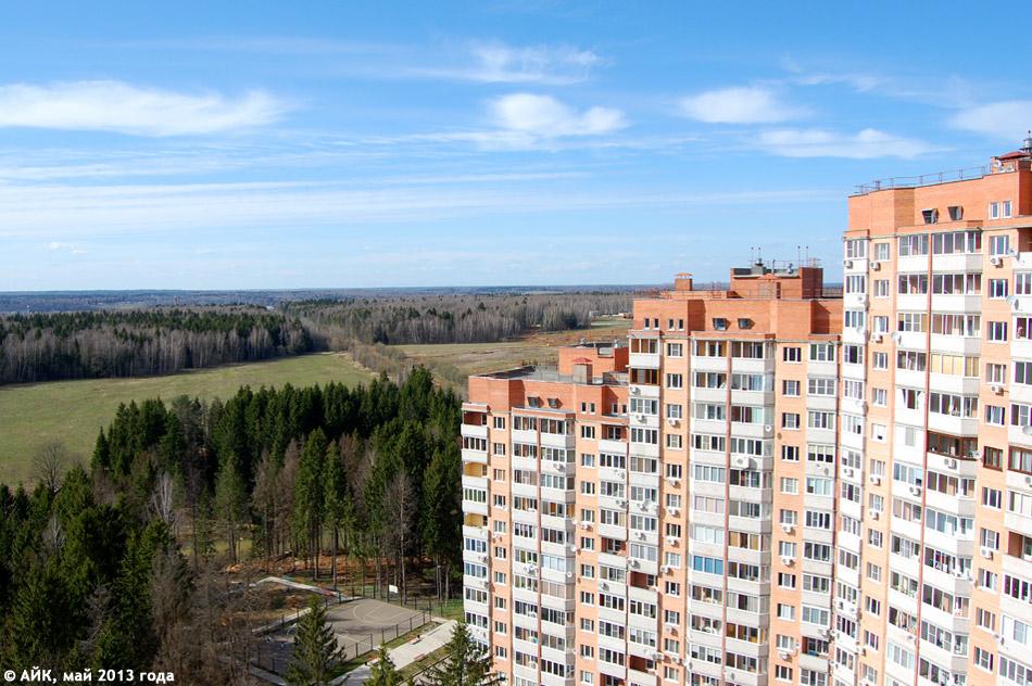 Вид из окна 17 этажа в микрорайоне «Зайцево» в городе Обнинске