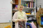 Вера Геннадьевна Василенко выступает перед аудиторией в учебном классе