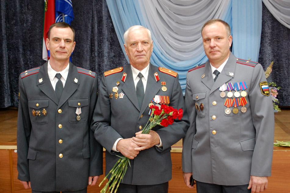 Алексей Иванович Власов с сыновьями на праздновании дня сотрудника органов внутренних дел РФ в городе Обнинске (10 ноября 2016 года)