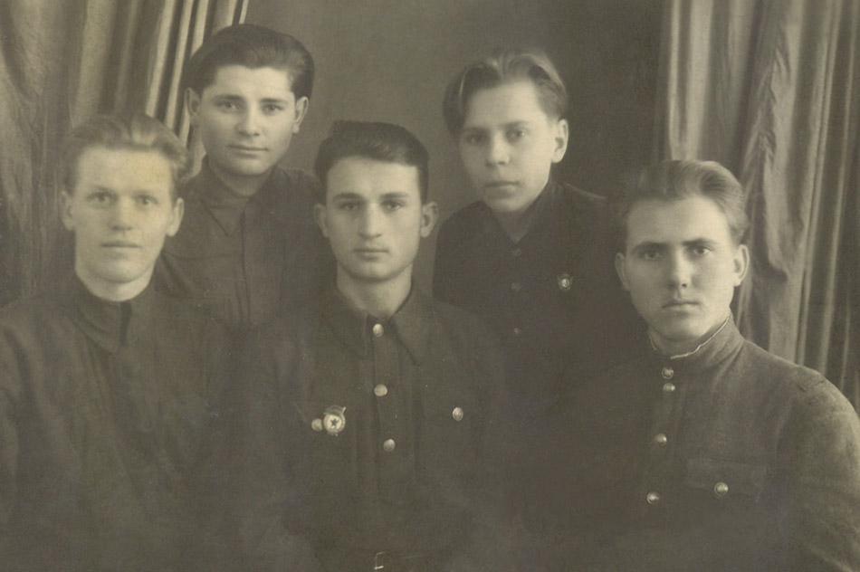 Алексей Калинович Никоненко со своими друзьями