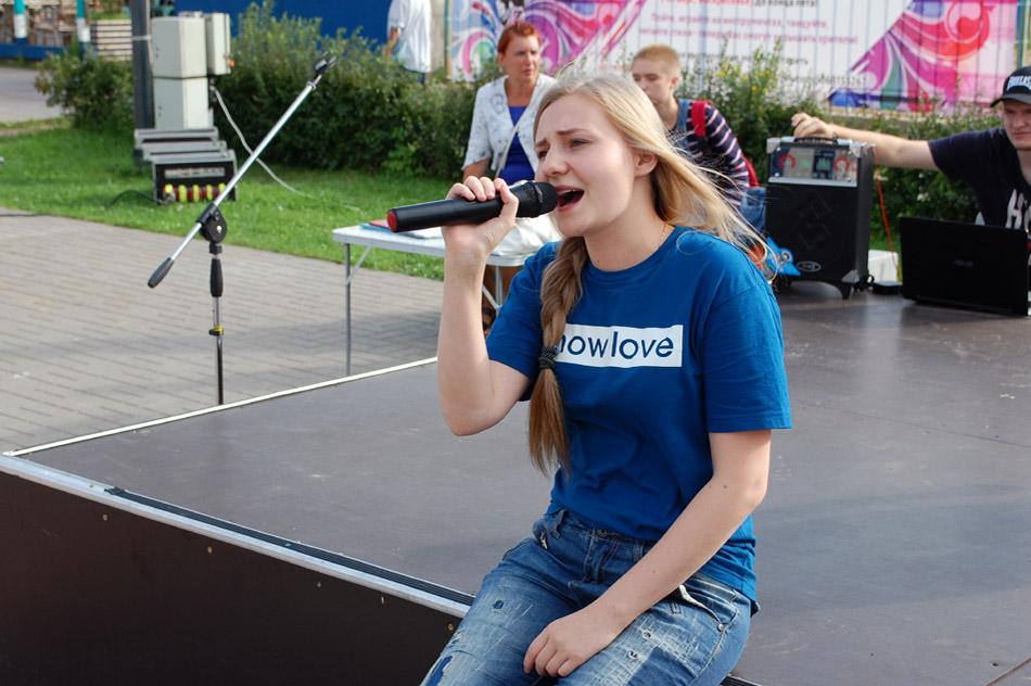 Анастасия Игоревна Башманова выступает на проекте «Открытый микрофон» в городе Обнинске (26 июля 2018 года)