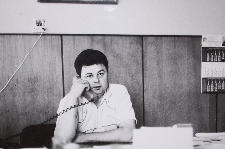 Анатолий Дмитриевич Артамонов на рабочем месте исполнительного директора ООСПАО