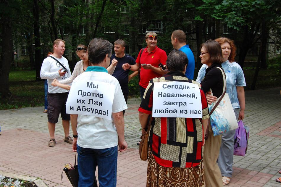 Михаил Андреевич Бокий и Людмила Валентиновна Шапиро на оппозиционном митинге в городе Обнинске летом 2013 года
