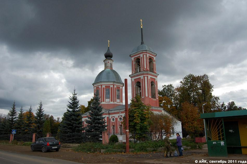 Внешний вид церкви Бориса и Глеба в сентябре 2011 года (до ремонта и окраски стен в белый цвет)