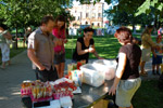 Сотрудники чайной станции «Bubble Maker» на праздновании «Дня молодёжи» в Белкино (лето 2015 года)