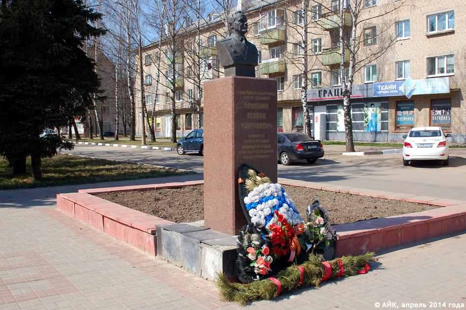 Бюст контр-адмирала Осипенко в городе Обнинске
