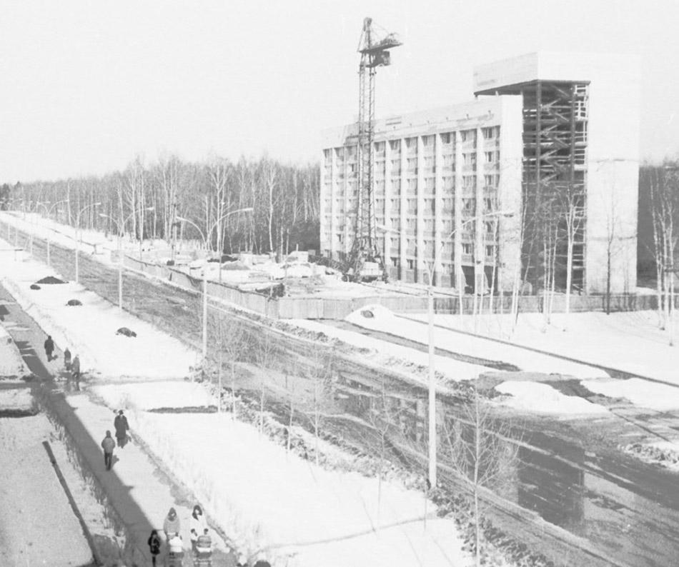 Здание гостиницы ЦИПК в городе Обнинске в 1973 году (этап строительства)