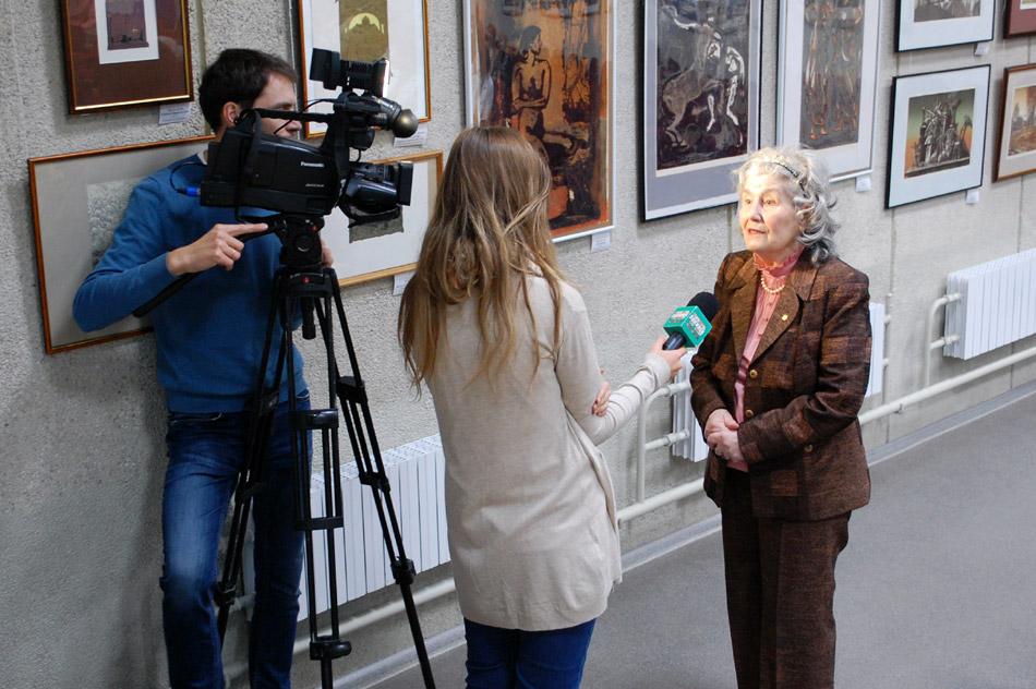 Дина Васильевна Габрианович даёт интервью съёмочной группе телеканала «Обнинск ТВ»