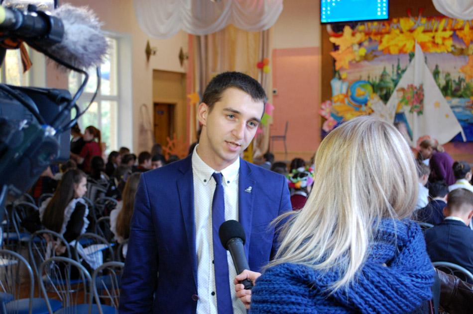 Дмитрий Александрович Казаков рассказывает о конкурсе органов ученического самоуправления «Школьная республика» в ходе интервью для телекомпании «Крылья»