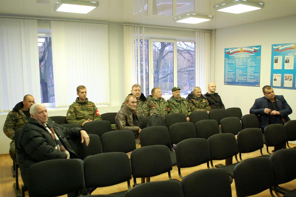 Подготовка к рейду Добровольной Народной Дружины происходит в здании ОВД города Обнинска (октябрь 2016 года)