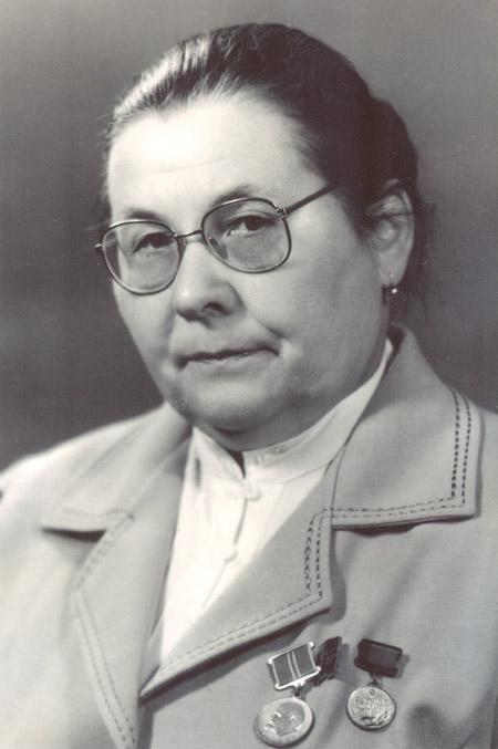 Евдокия Дмитриевна Логвиновская с медалями