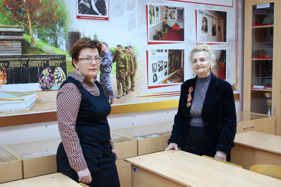 Галина Леонидовна Осипова и Нина Петровна Осадчая в музее «Безымянная высота» в городе Обнинске (17 января 2018 года)