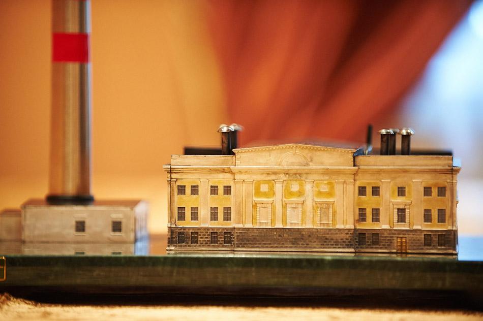 Губернатору вручили макет Первой в мире АЭС
