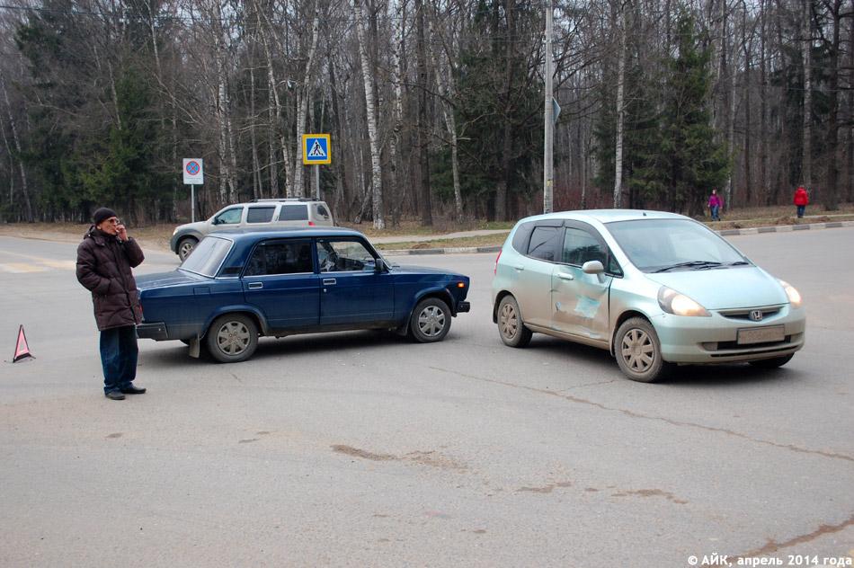 Автомобильная авария на пересечении улиц Гурьянова и Мира в городе Обнинске
