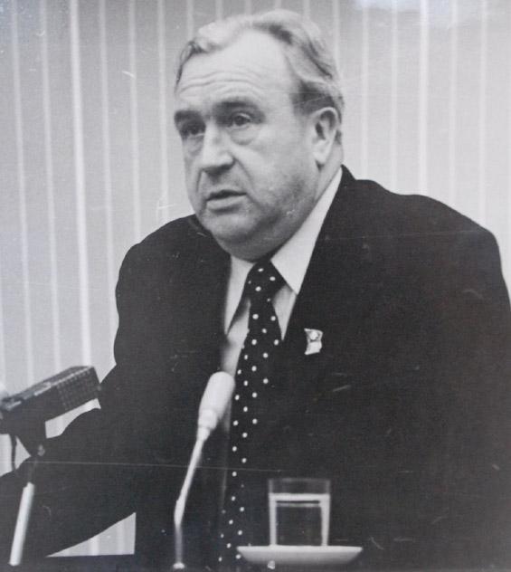 Иван Васильевич Новиков во время выступления
