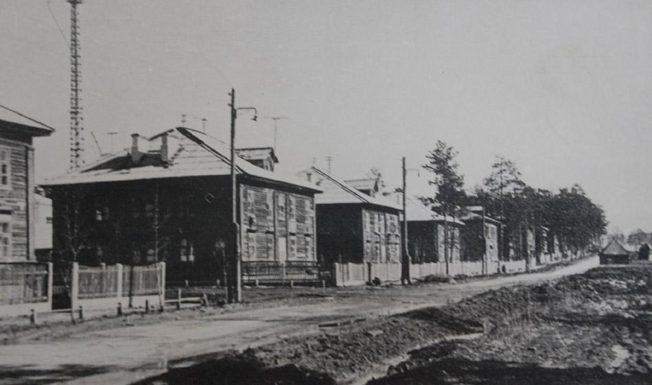 Брусчатые дома на улице Комсомольской в городе Обнинске в советское время