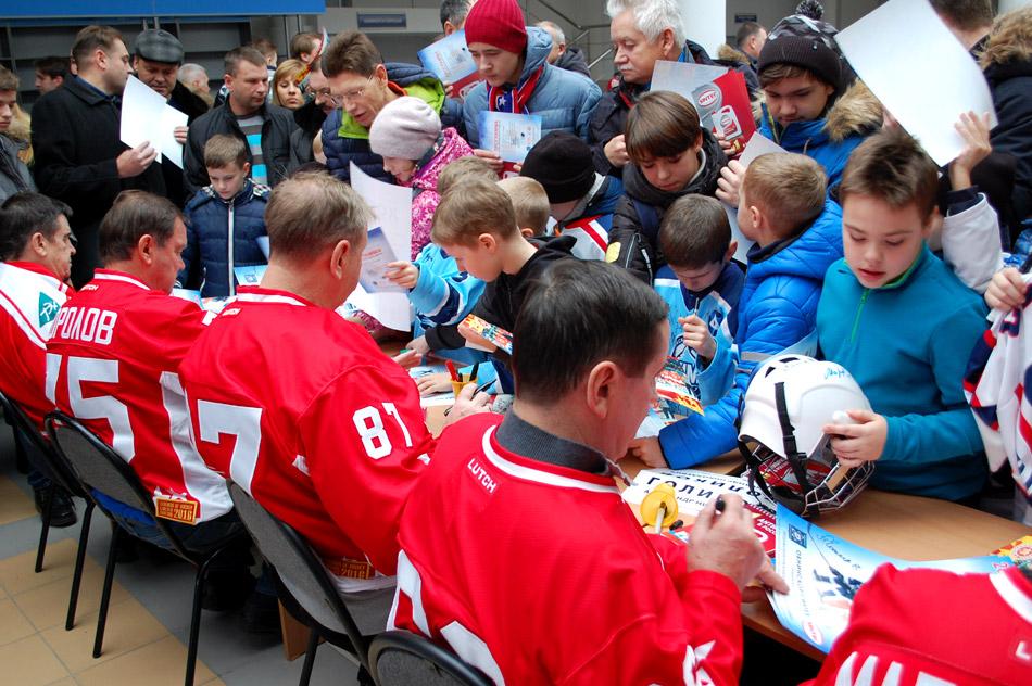 Автограф-сессия в рамках благотворительного матча с командой «Легенды хоккея» в городе Обнинске