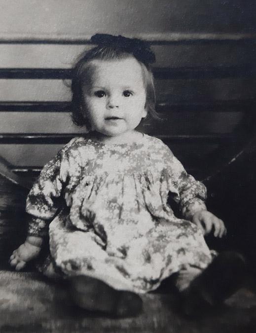 Любовь Константиновна Бубликова в детстве (август 1950 года)
