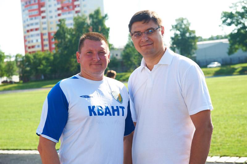 Игорь Сергеевич Мазелов в футбольной форме «Кванта» рядом с мэром Александром Александровичем Авдеевым в городе Обнинске