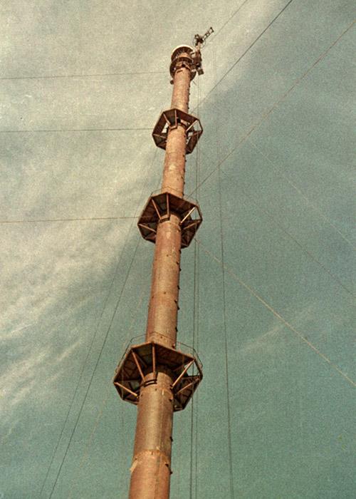 Метеорологическая мачта (ВММ-310, метеомачта, метеовышка) в городе Обнинске на этапе строительства