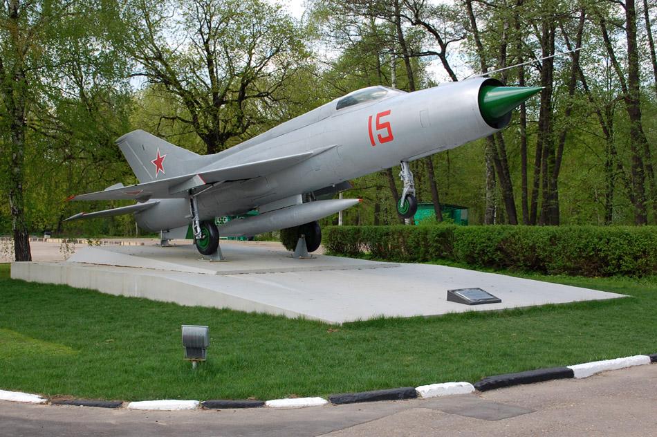 Самолёт «МиГ-21» в городе Обнинске