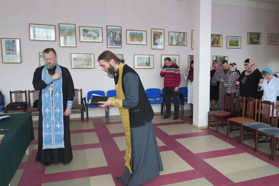 Молебен, посвящённый началу производства куличей