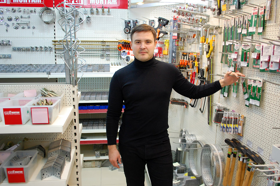 Мунир Ильярович Хайдаров в строительном магазине «КрепМонтаж»