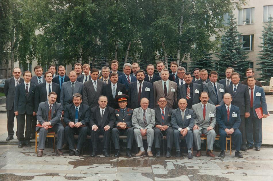 Участники регионального Совета руководителей органов налоговой полиции Центрального региона России (июнь 1994 года, около здания ЦИПК в городе Обнинске)