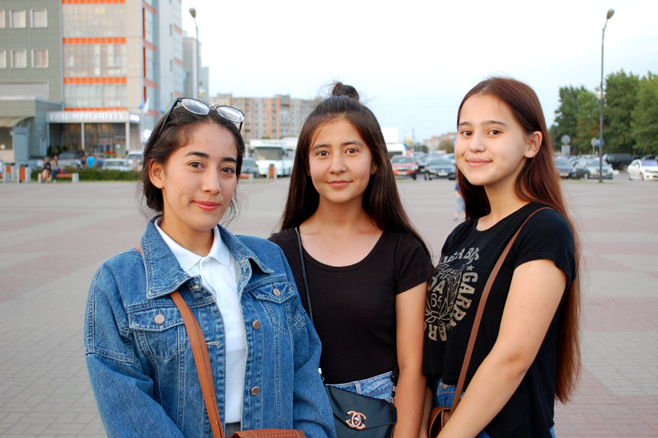 Наргиза Рустамжановна Мурзахалова, Хилола Бахромжоновна Абсалимова и Манижа Якубовна Садикова (2 сентября 2018 года)