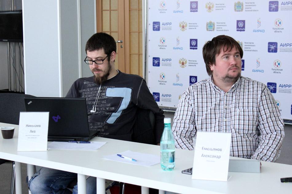 Лев Игоревич Николаев и Александр Николаевич Емельянов в конференц-зале АИРКО