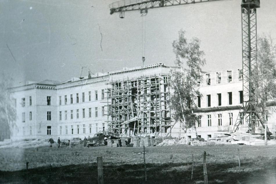 Здание обнинского филиала МИФИ на этапе строительства