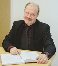 Олег Акиндинович Козлов