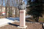 Памятник французскому физику Фредерику Жолио-Кюри в городе Обнинске