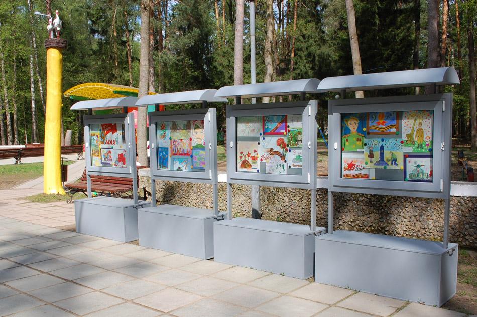 Выставочные стенды в парке в городе Обнинске