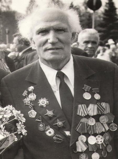 Пётр Иванович Ларин с наградами
