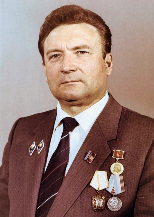 Пётр Иванович Напреенко с наградами