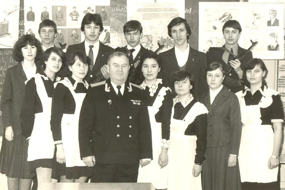 Пётр Иванович Яковлев с учениками