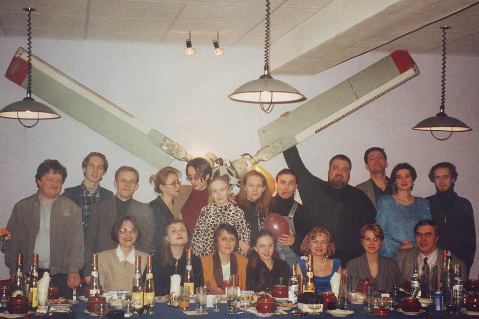 Коллектив FM-станции «Радио Рейтинг» отмечает 8 марта в клубе «Грот» (1997 год) в городе Обнинске